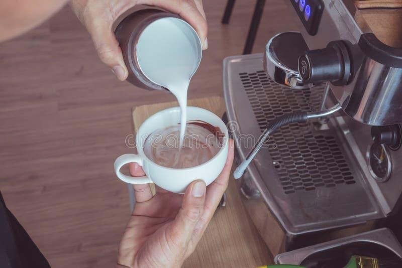 Hart-vormig latte art. royalty-vrije stock afbeelding