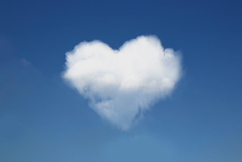 Hart-vormige witte wolken op een hemel stock foto