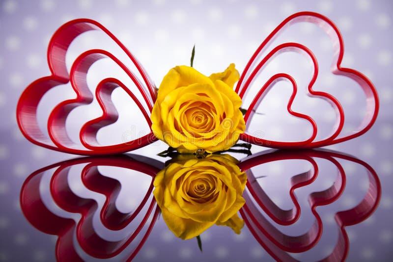 Hartachtergrond en rozen, de achtergrond van de Valentijnskaartendag stock fotografie