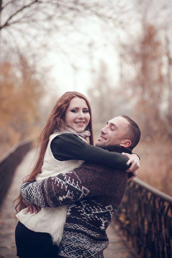 Hartelijk paar in liefde stock foto