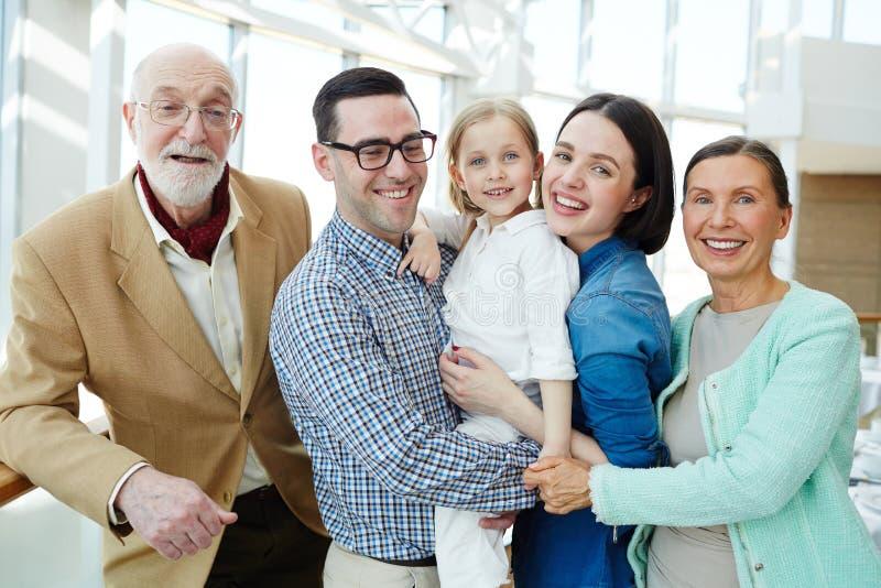 Hartelijke familie stock afbeeldingen