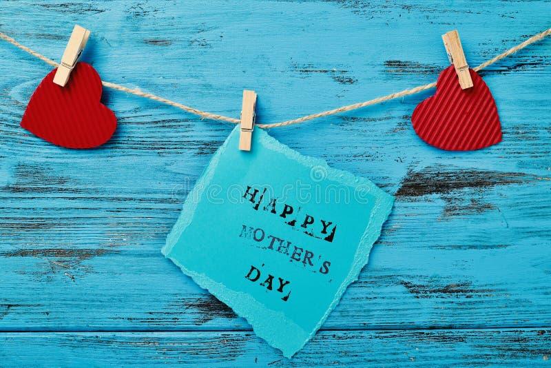 Harten en van tekst gelukkige moeders dag stock afbeeldingen