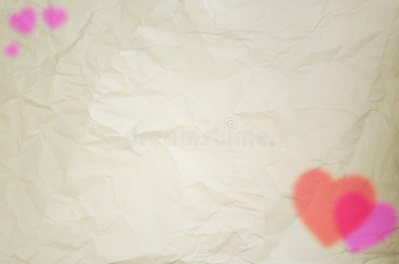 Harten op papier worden gevormd die royalty-vrije stock afbeelding