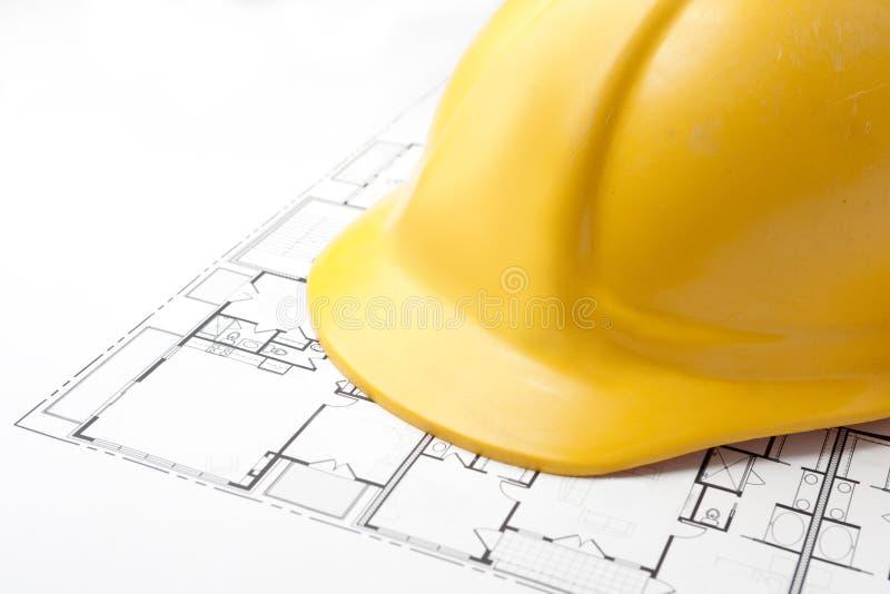 Harter Hut auf Fußboden-Plänen