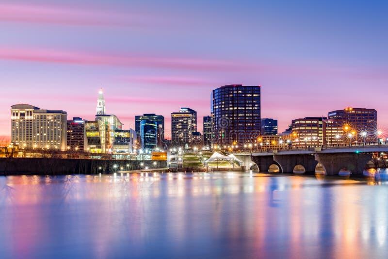 Hartford-Skyline und Gründer-Brücke stockbild