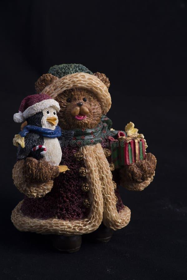 Hartsa statyn av björnen och pingvinet royaltyfri fotografi