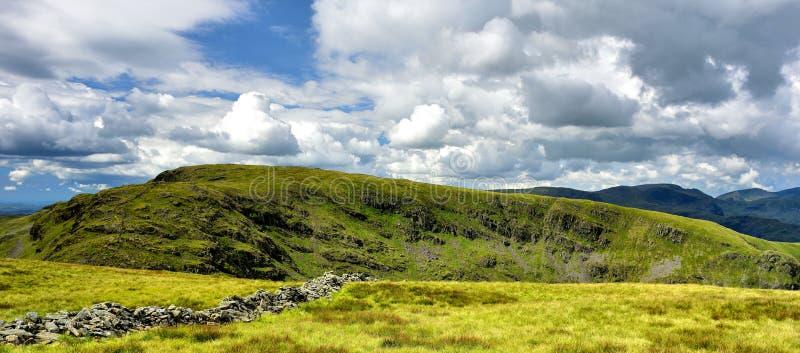 Hartsop Dodd en steile rotsen van Gray Crag royalty-vrije stock foto's