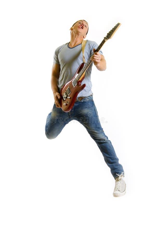 Hartstochtelijke gitaristsprongen in de lucht royalty-vrije stock fotografie