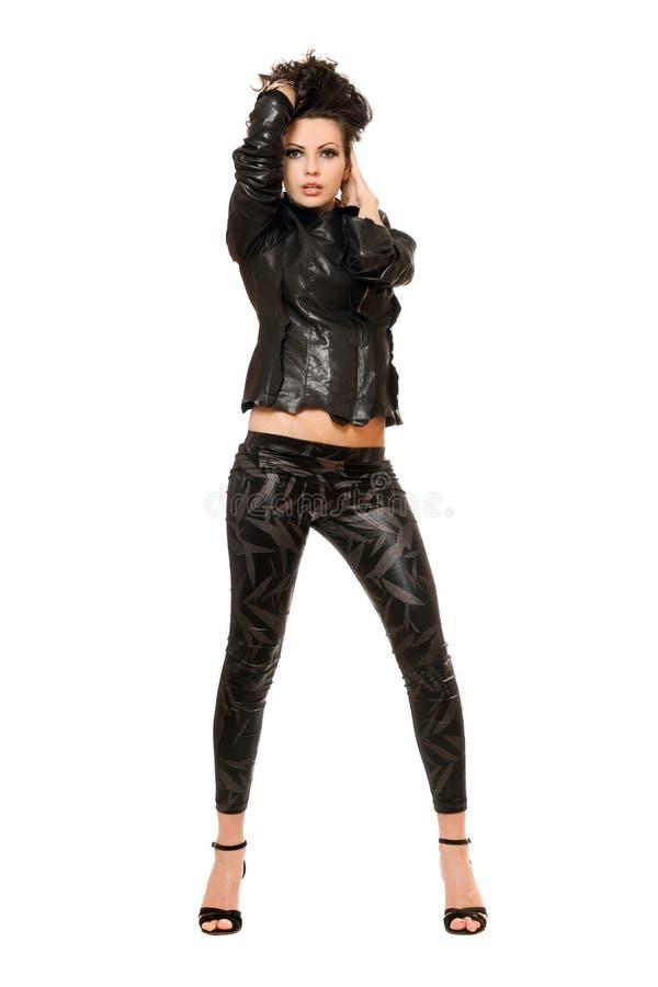 Hartstochtelijke jonge brunette in zwarte kleren. Geïsoleerd stock foto