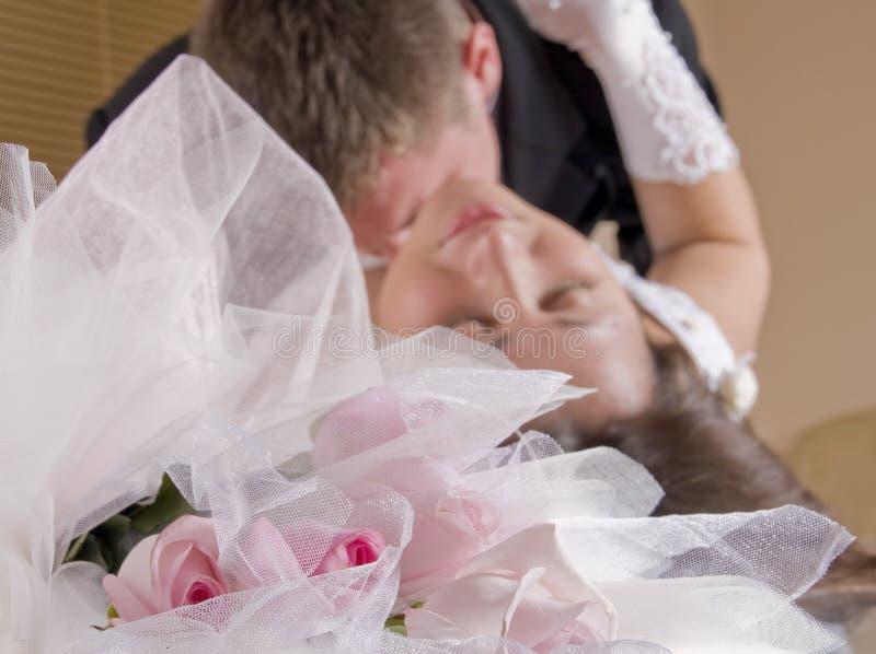 Hartstochtelijke kus stock foto's