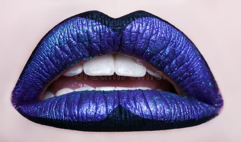 Hartstochtelijke lippen Mooie make-up dichte omhooggaand Geopende mond royalty-vrije stock foto