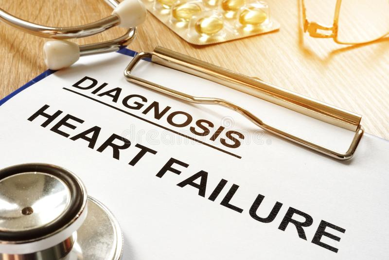 Hartverlammingsdiagnose met klembord stock afbeelding