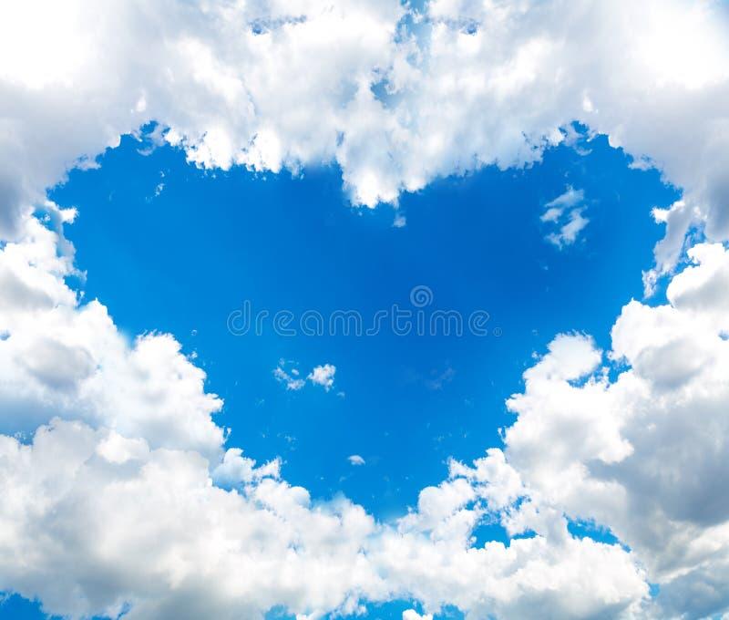 Hartwolk in de blauwe hemel royalty-vrije stock foto