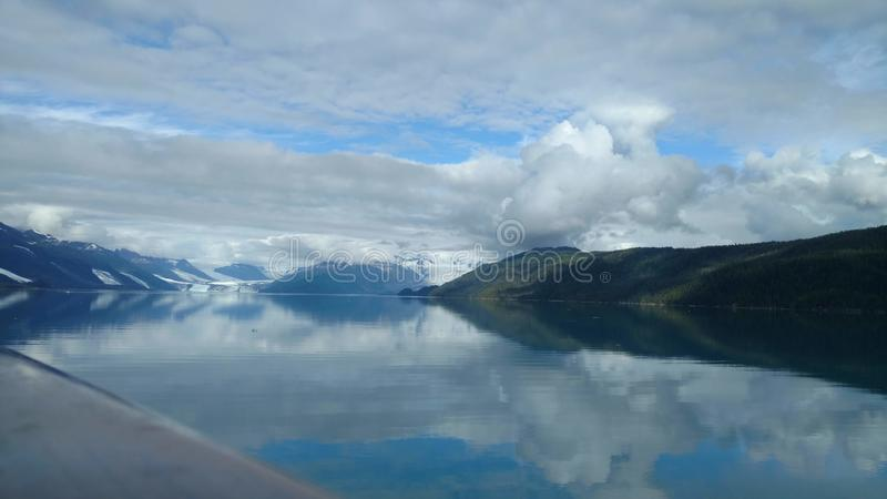 Harvard-Gletscher-College-Fjord Alaska Großer Gletscher, der in den Pazifischen Ozean in Alaska schiebt stockbilder