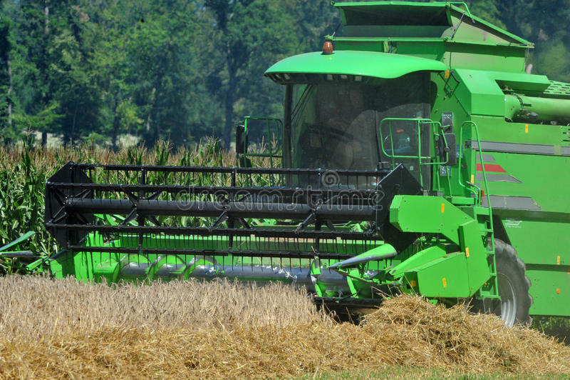 Harvester royaltyfri bild