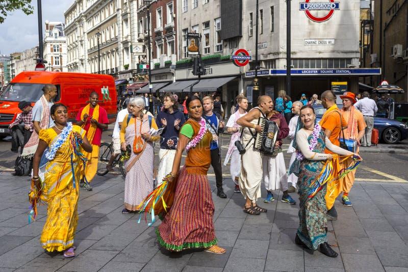 Hasen Krishna-eifrige Anhänger in Leicester-Quadrat lizenzfreie stockfotos