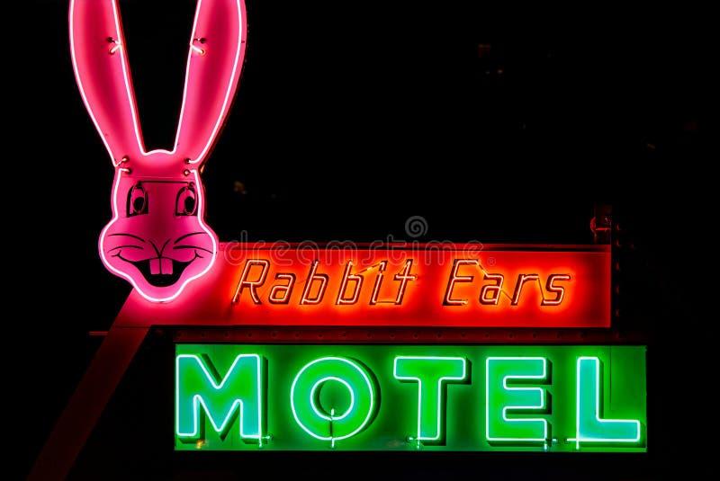 Hasenohr ` s Motelzeichen stockfoto