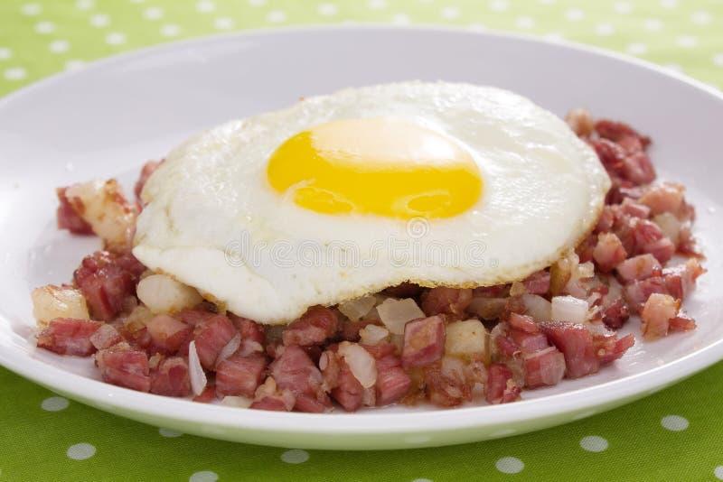 Hash ed uovo di corned beef fotografia stock libera da diritti
