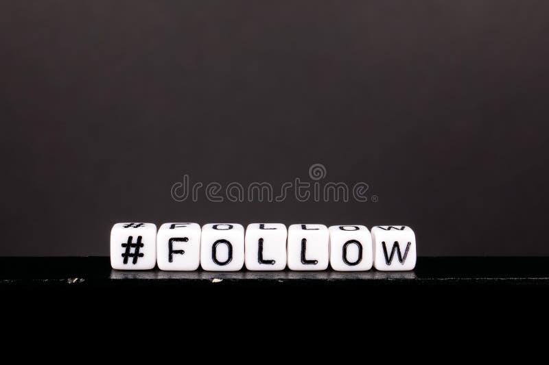 Hashtag avec le mot suivent photographie stock libre de droits