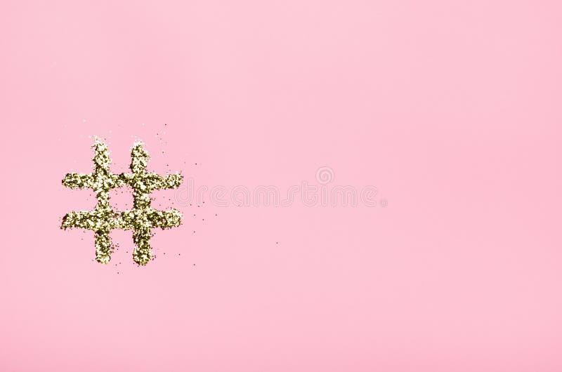 Hashtag dos sparkles em um fundo cor-de-rosa Conceito em linha da tecnologia, faculdade criadora, artista, beleza, mercado social foto de stock