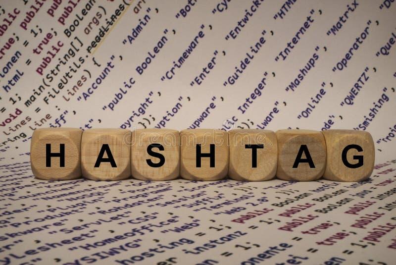 Hashtag - kub med bokstäver och ord från datoren, programvara, internetkategorier, träkuber royaltyfria foton