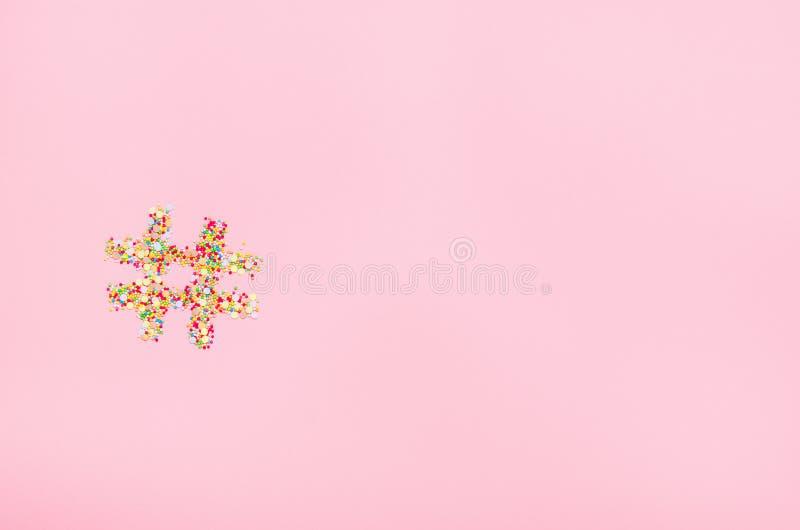 Hashtag van banketbakkerij wordt gemaakt die zich op een roze achtergrond kleden die Conceptensnoepjes, online technologie, banke stock afbeelding