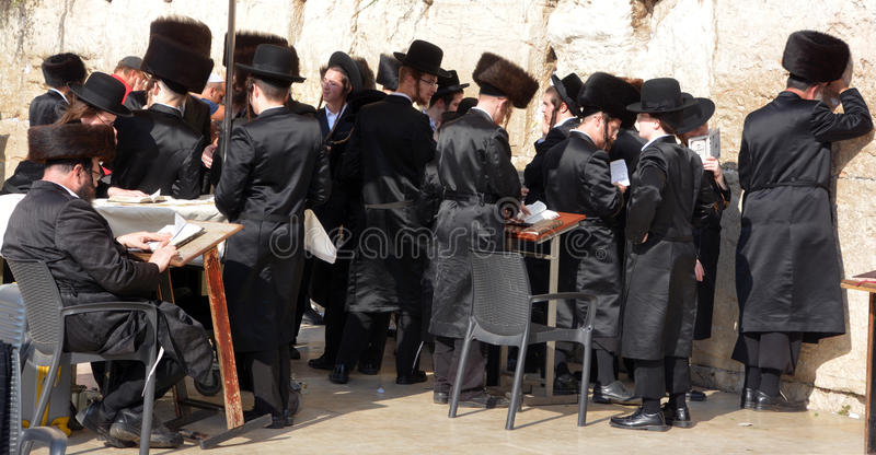Hasidic judaicos rezam imagens de stock royalty free