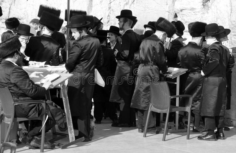 Hasidic judaicos rezam imagem de stock royalty free