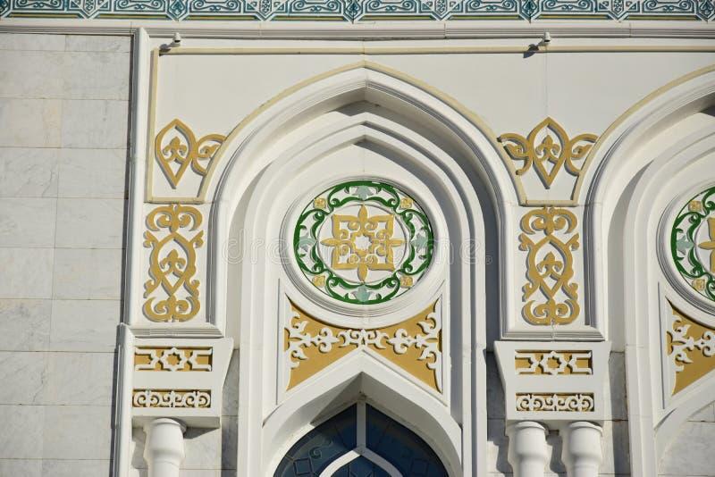 Hasret Sultan Mosque i Astana royaltyfri foto