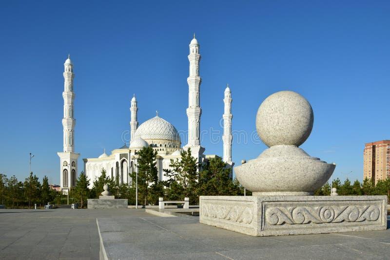 Hasret Sultan Mosque i Astana arkivbilder