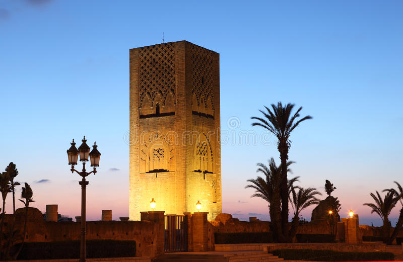 Hassan Tower na noite. Rabat, Marrocos imagens de stock royalty free