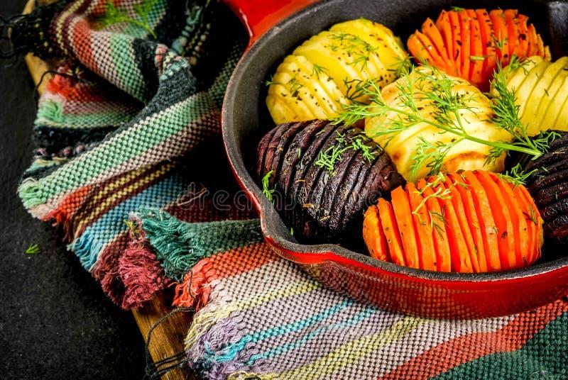 Hasselbackbieten, wortelen en aardappels royalty-vrije stock afbeeldingen