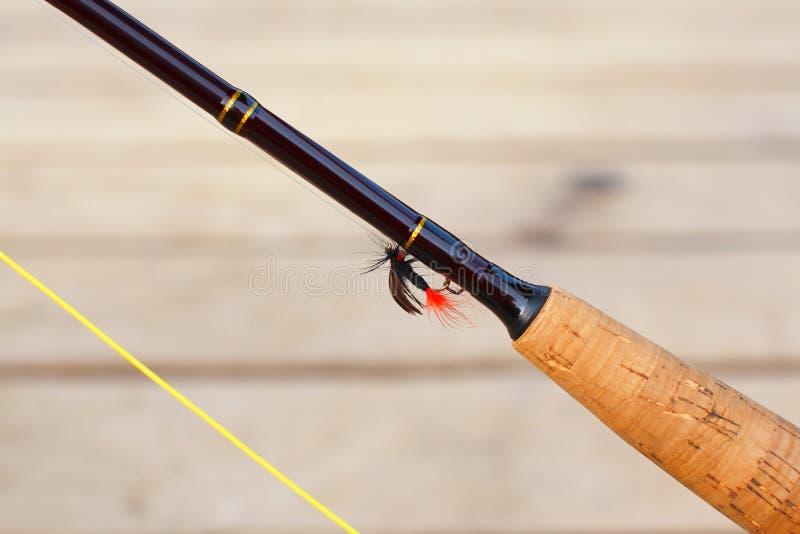 Haste de pesca com mosca e close up da atração imagens de stock royalty free