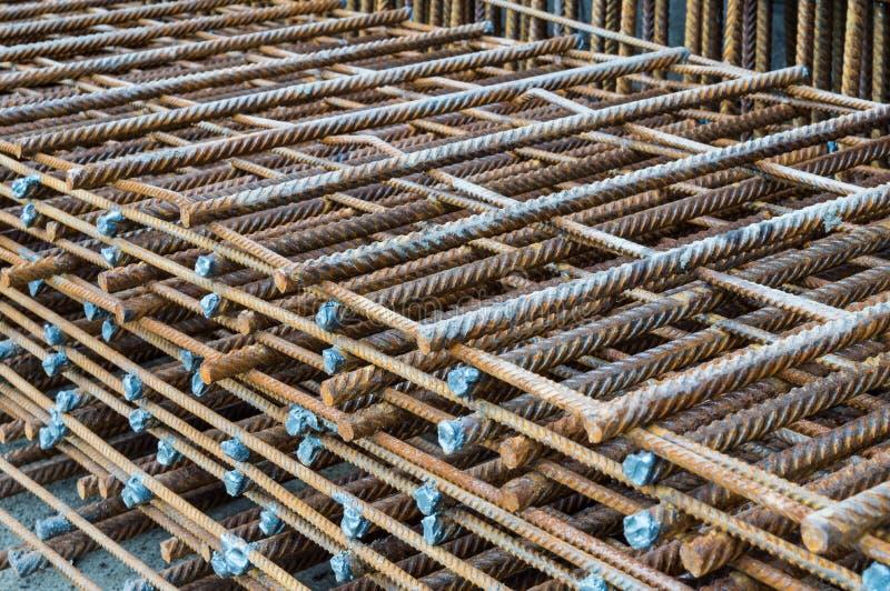 Hastes de aço colocadas paralelamente usadas para a construção foto de stock