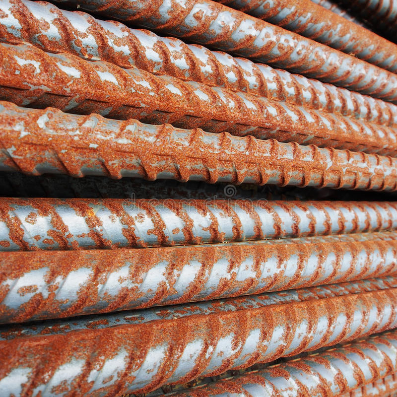 Hastes ou barras de aço da oxidação para a construção fotos de stock royalty free