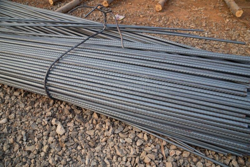Hastes ou barras de aço para a construção foto de stock