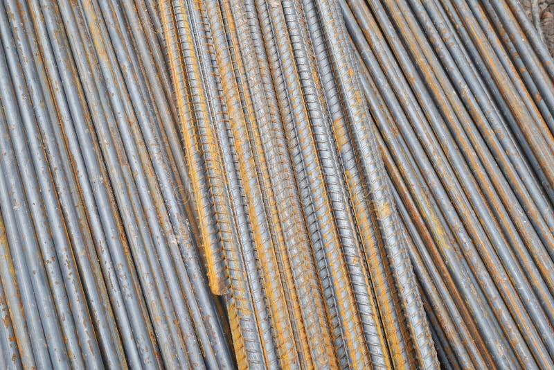 Hastes ou barras de aço usadas para reforçar o concreto na construção imagem de stock
