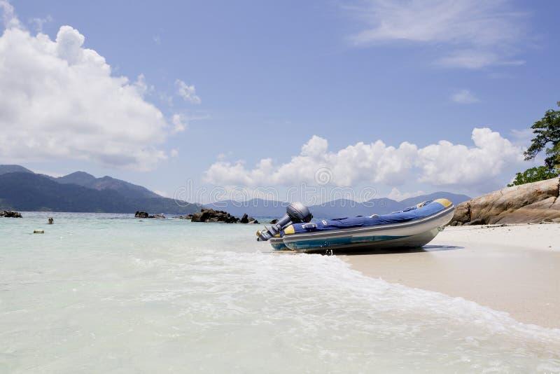 Hastighetsfartyg i den Thailand stranden, Lipe ö arkivfoto