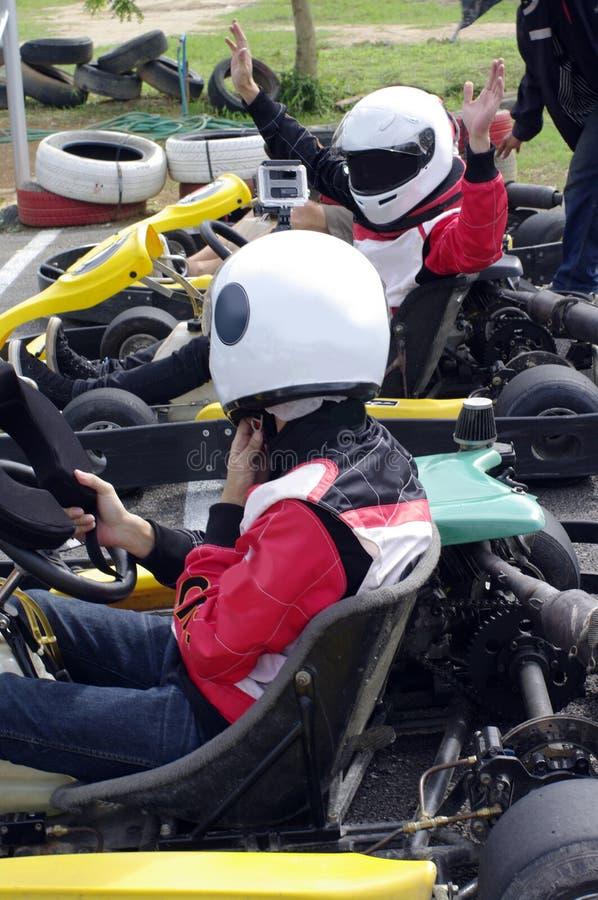 Hastighetsgokartracerbilar arkivbilder