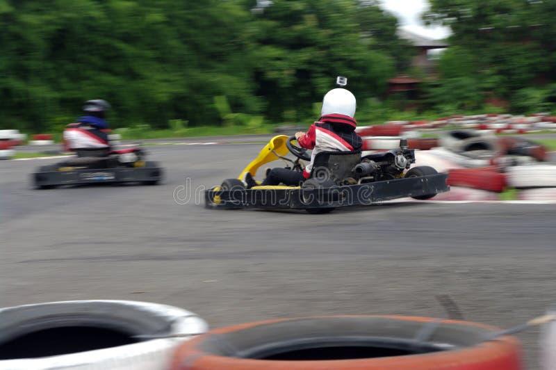 Hastighetsgokartracerbilar fotografering för bildbyråer