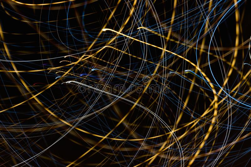 Hastighetsljusslingor på natten arkivfoton