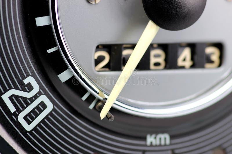 Hastighetsmätare av den klassiska bilen arkivfoto