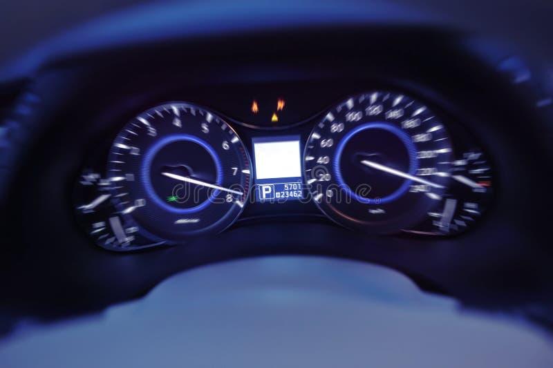 Hastighetsmätare av en bilhastighet royaltyfri foto