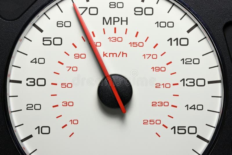 Hastighetsmätare på 65 MPH royaltyfria foton
