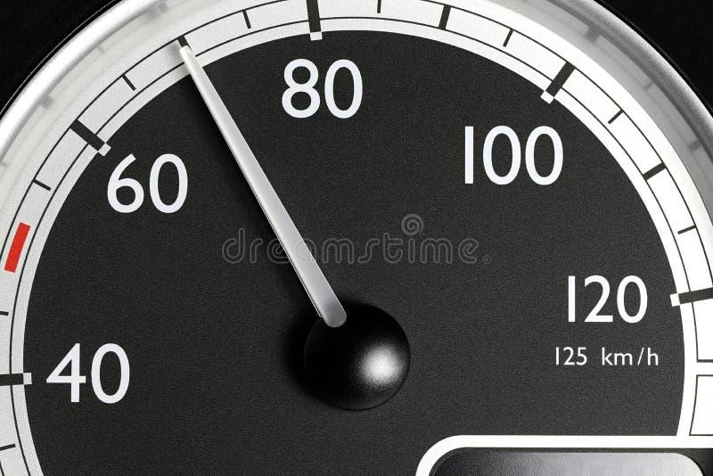 Hastighetsm?tare av en lastbil arkivbilder