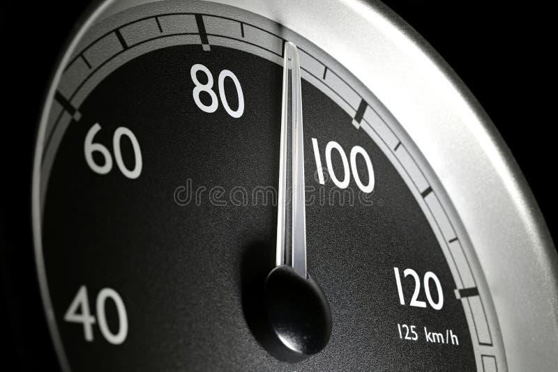 Hastighetsm?tare av en lastbil royaltyfri foto