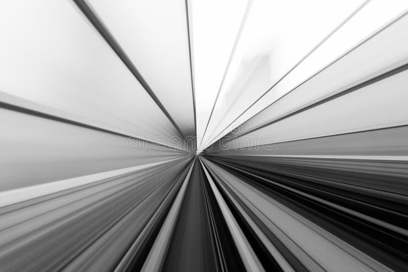 Hastighetsrörelse i stads- huvudvägvägtunnel arkivfoto