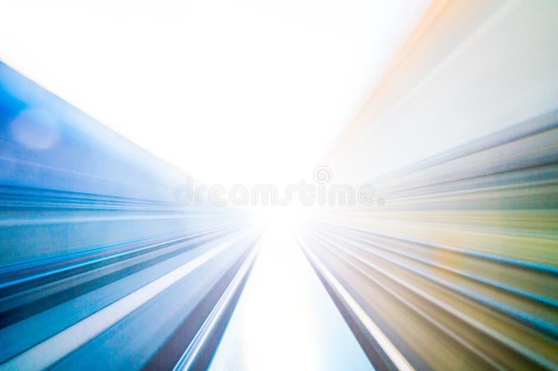 Hastighetsrörelse i stads- huvudvägvägtunnel royaltyfri illustrationer