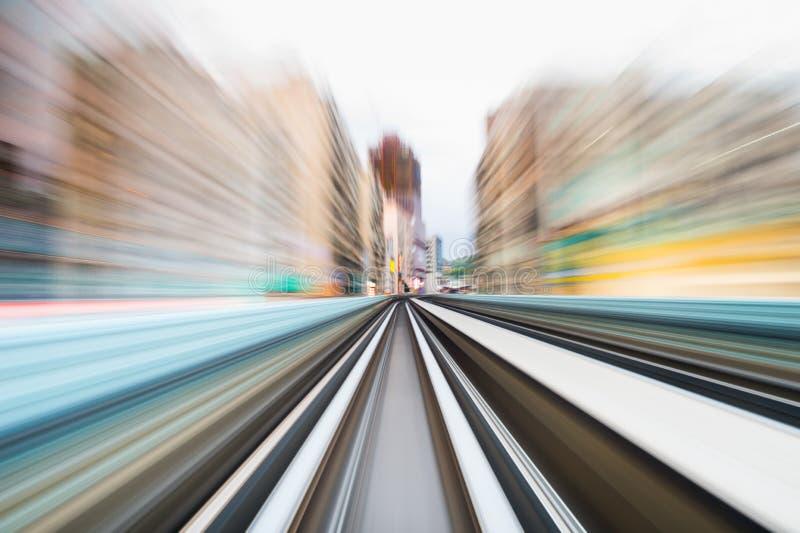 Hastighetsrörelse i stads- huvudvägvägtunnel arkivbild