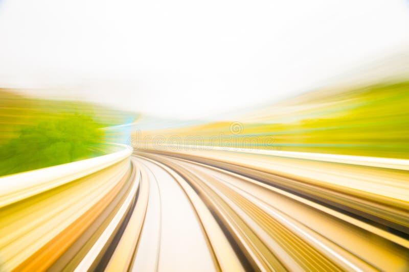 Hastighetsrörelse i stads- huvudvägvägtunnel royaltyfria foton